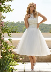 Short-length wedding gown for dancing